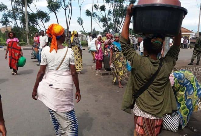 Nourrir sa famille grâce à des fraudes frontalières, l'histoire des femmes « Tshora-tshora »