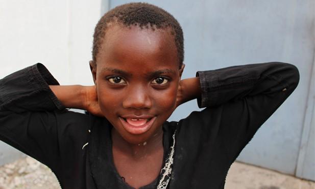 fillette vivant dans la rue de kinshasa à l'age de 12
